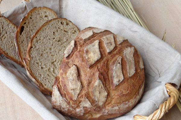 faux pain en résine factice alimentaire créé à la main