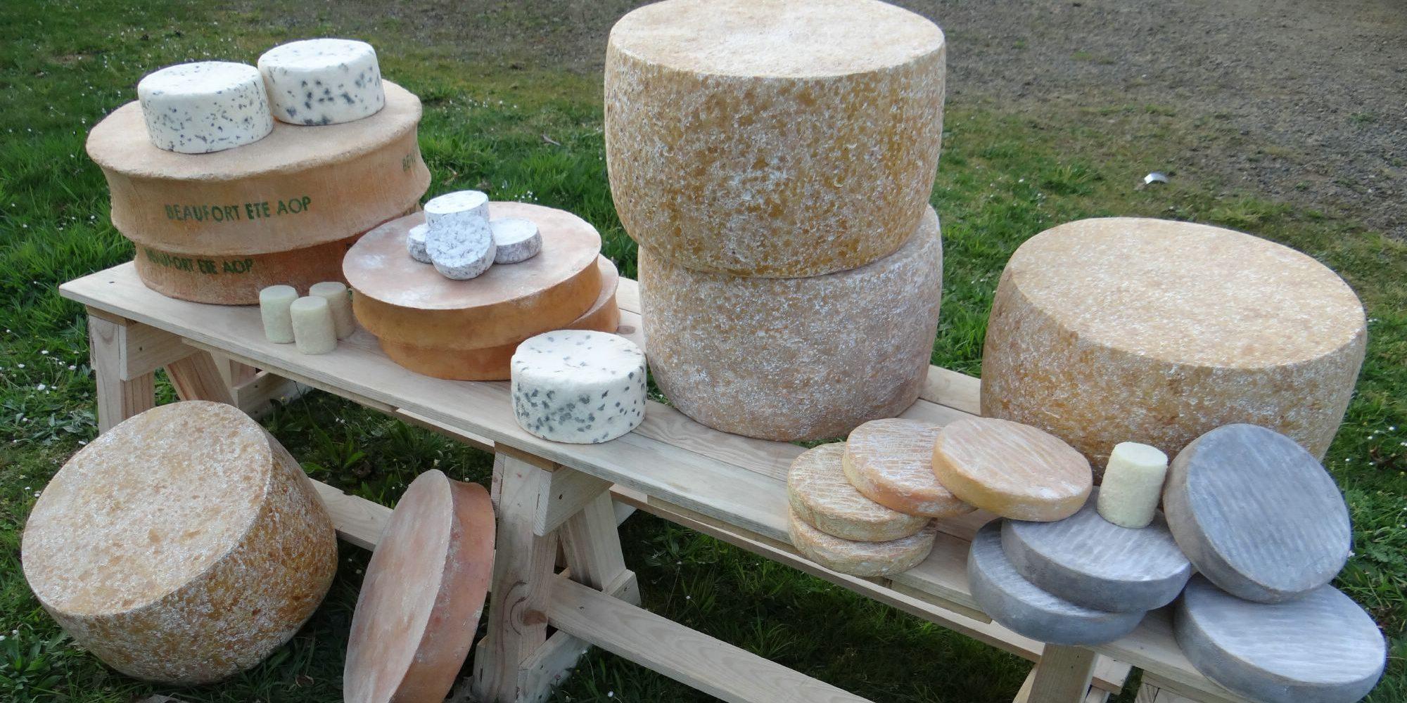 une partie de la gamme des fromages français en version factice pour le Pavillon de la France à l'exposition universelle de Milan