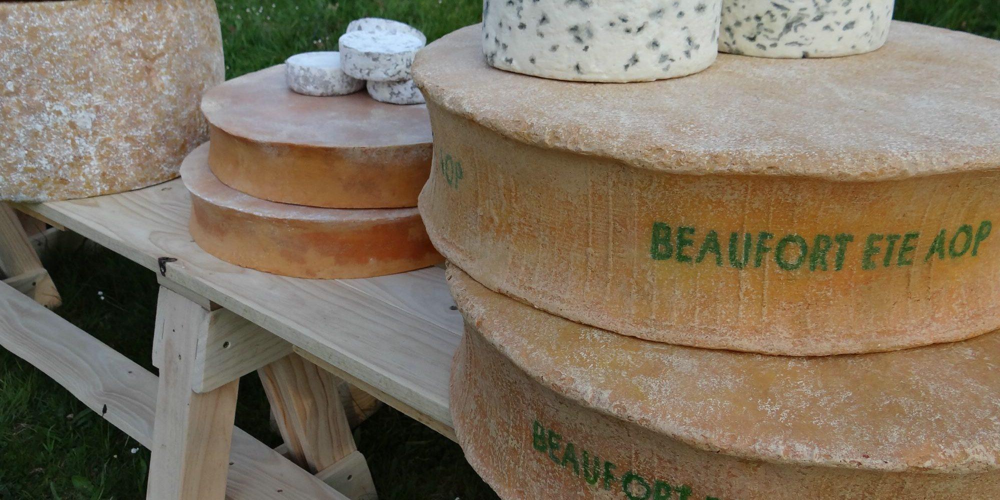 assortiment de fromages factices réalisés en résine par l'Atelier Cobalt Fx pour le Pavillon de la France à L'exposition universelle de Milan