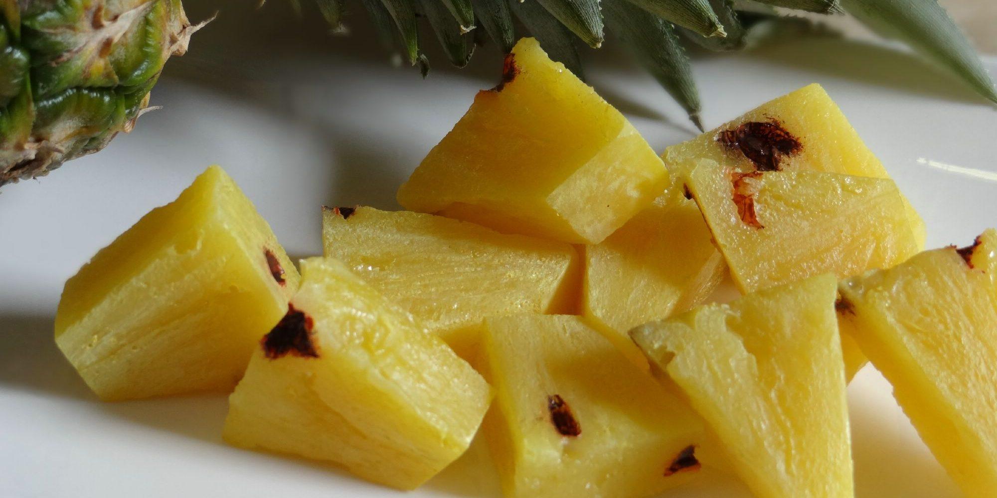 morceaux d'ananas factice