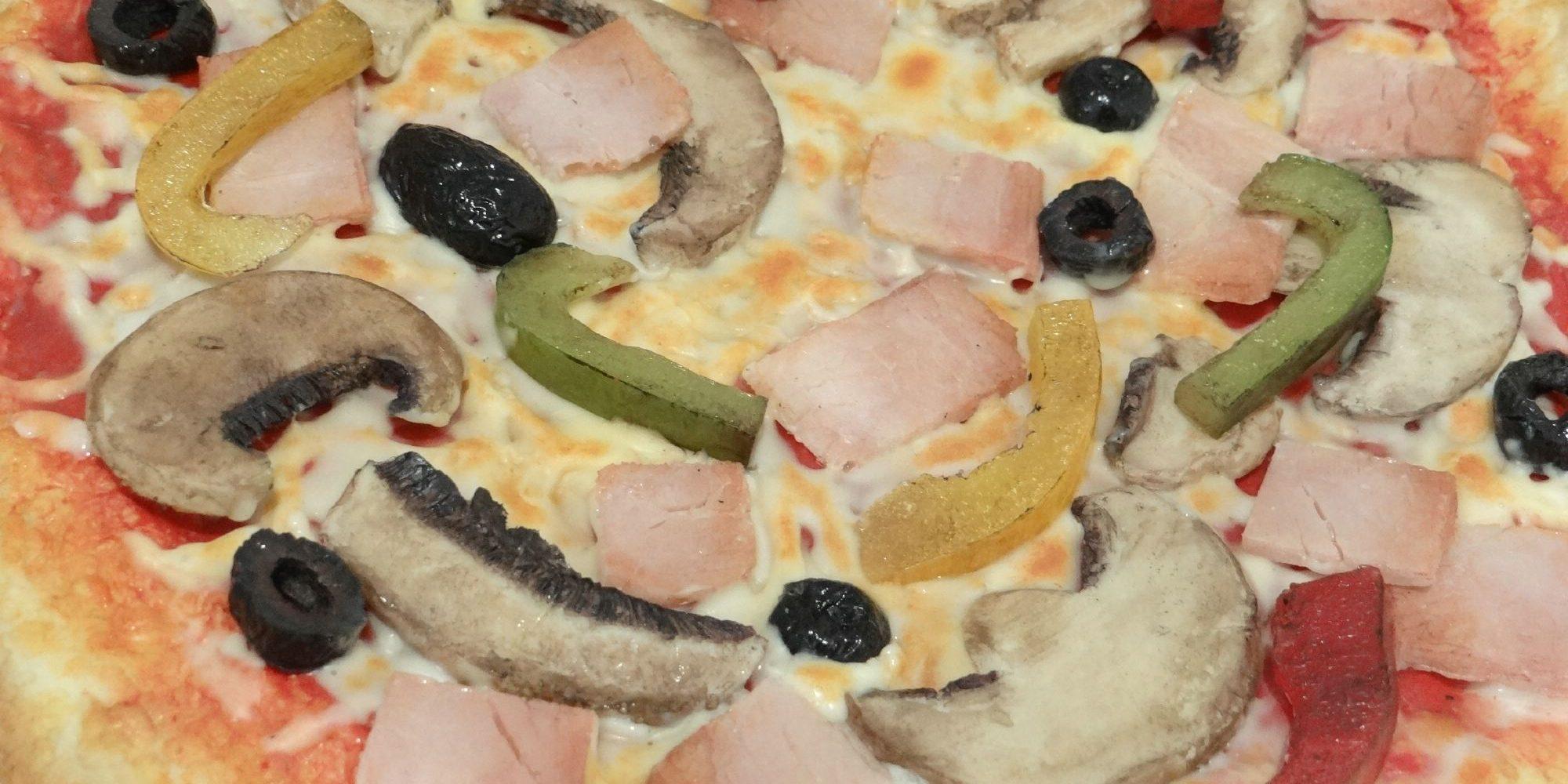 découvrez le détail des éléments qui composent la pizza factice