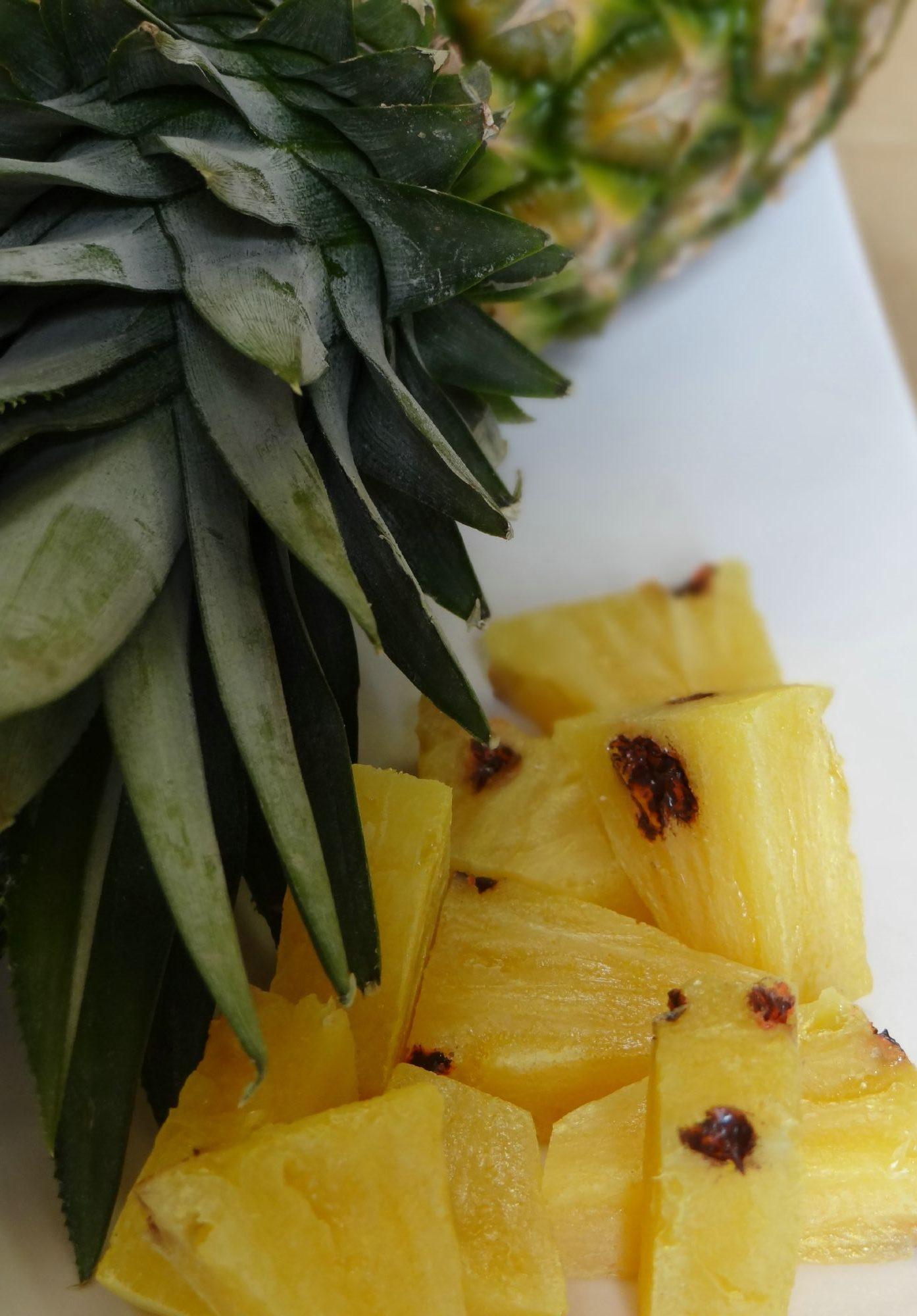 ananas factice en résine réalisé par l'atelier Cobalt FX