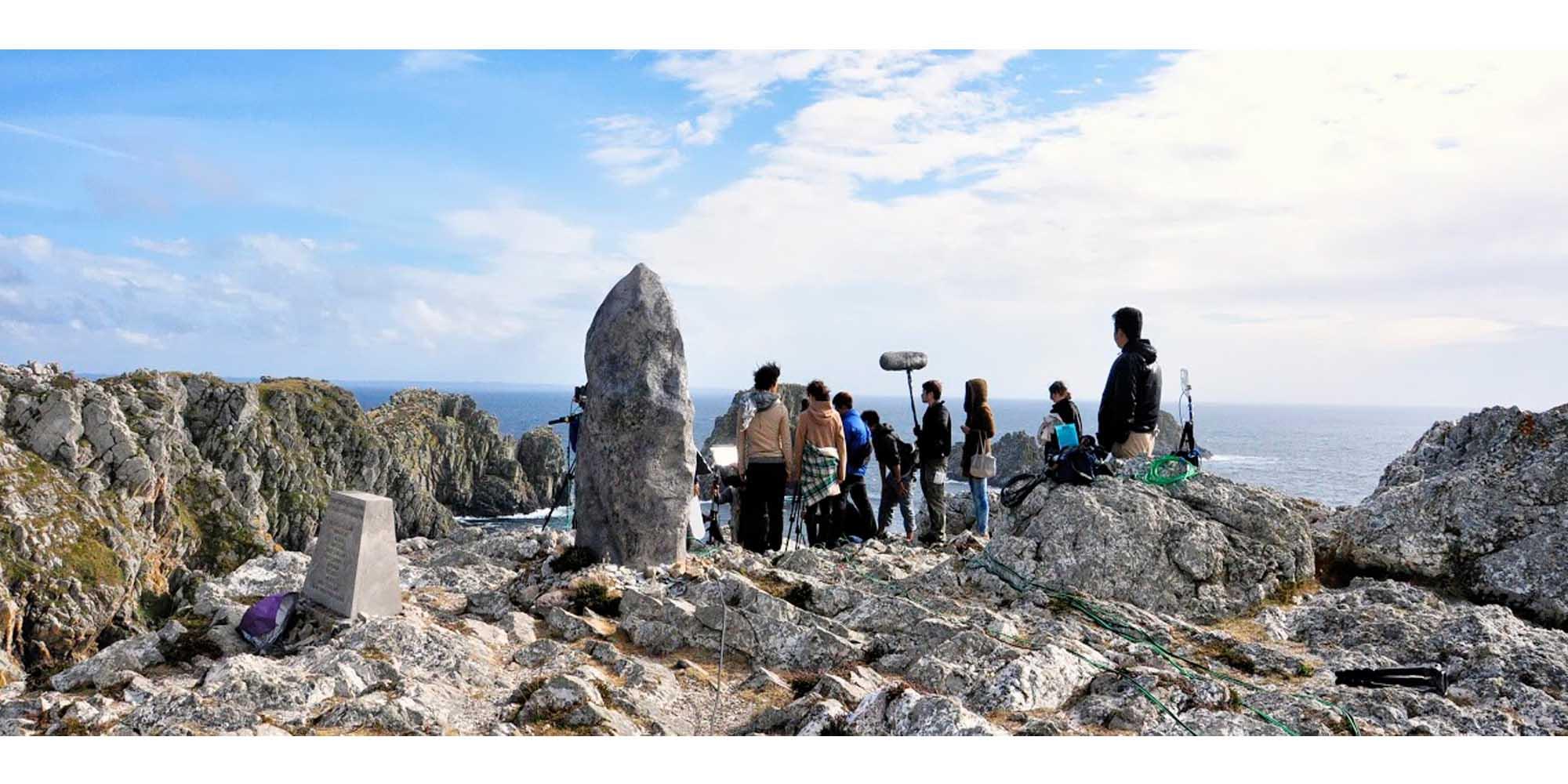 sculpture et réalisation d'un menhir décor de cinéma pour un tournage en bretagne