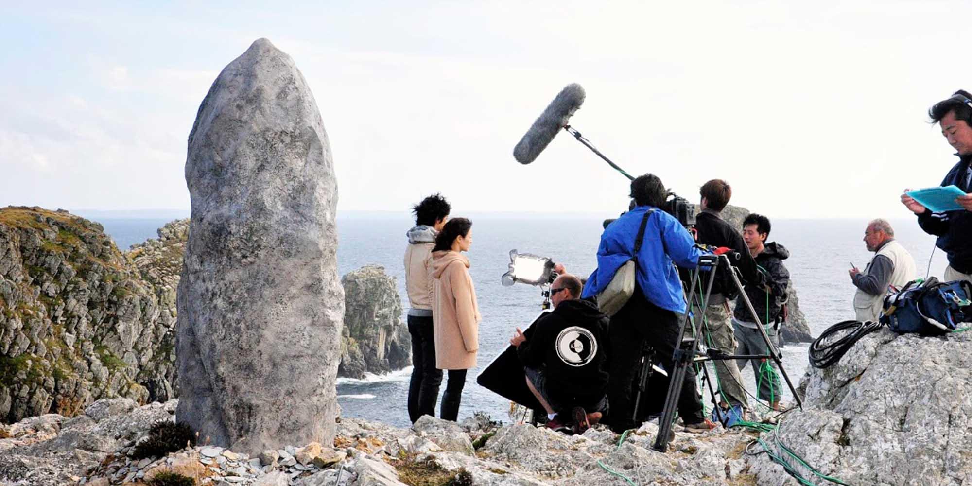 décor de menhir pour tournage de film site naturel Bretagne
