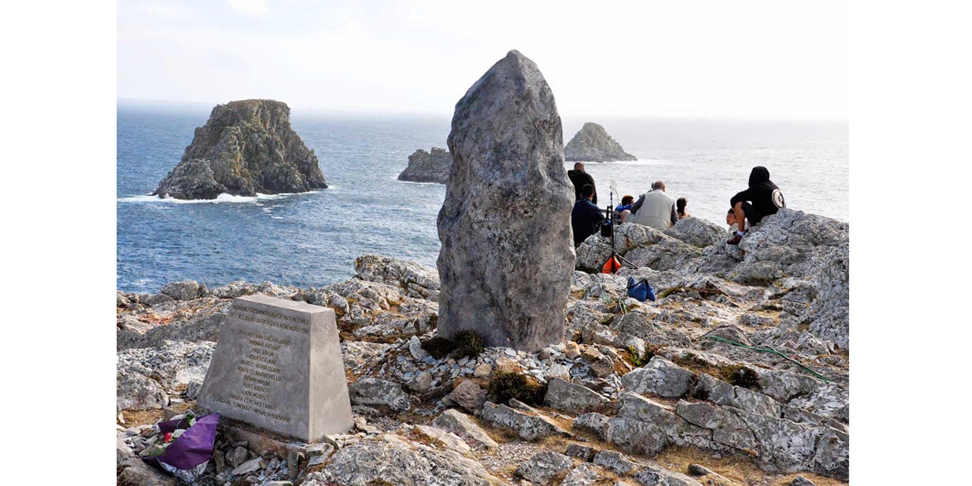 sculpture et réalisation d'un menhir décor de cinéma