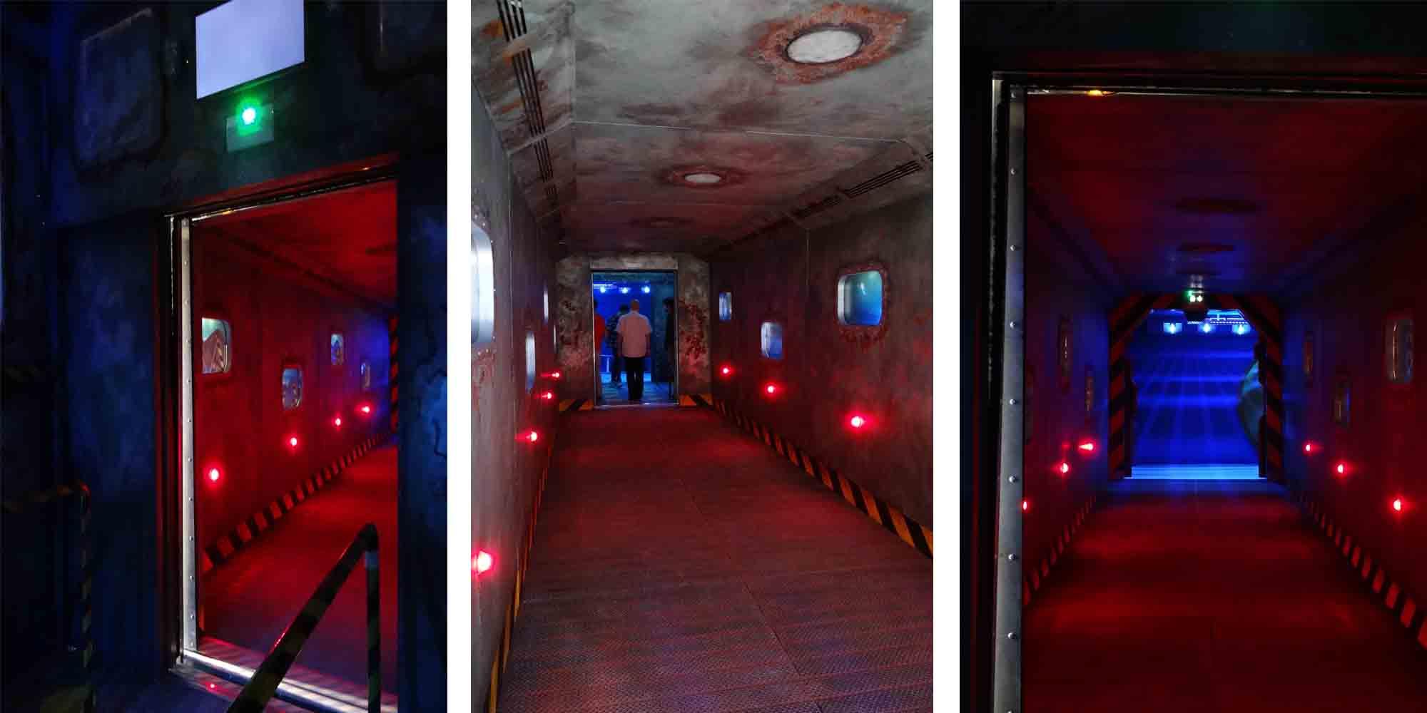 mise en décor du couloir d'accès à l'attraction pour une mise en ambiance de visiteur de l'Abyssal Descender