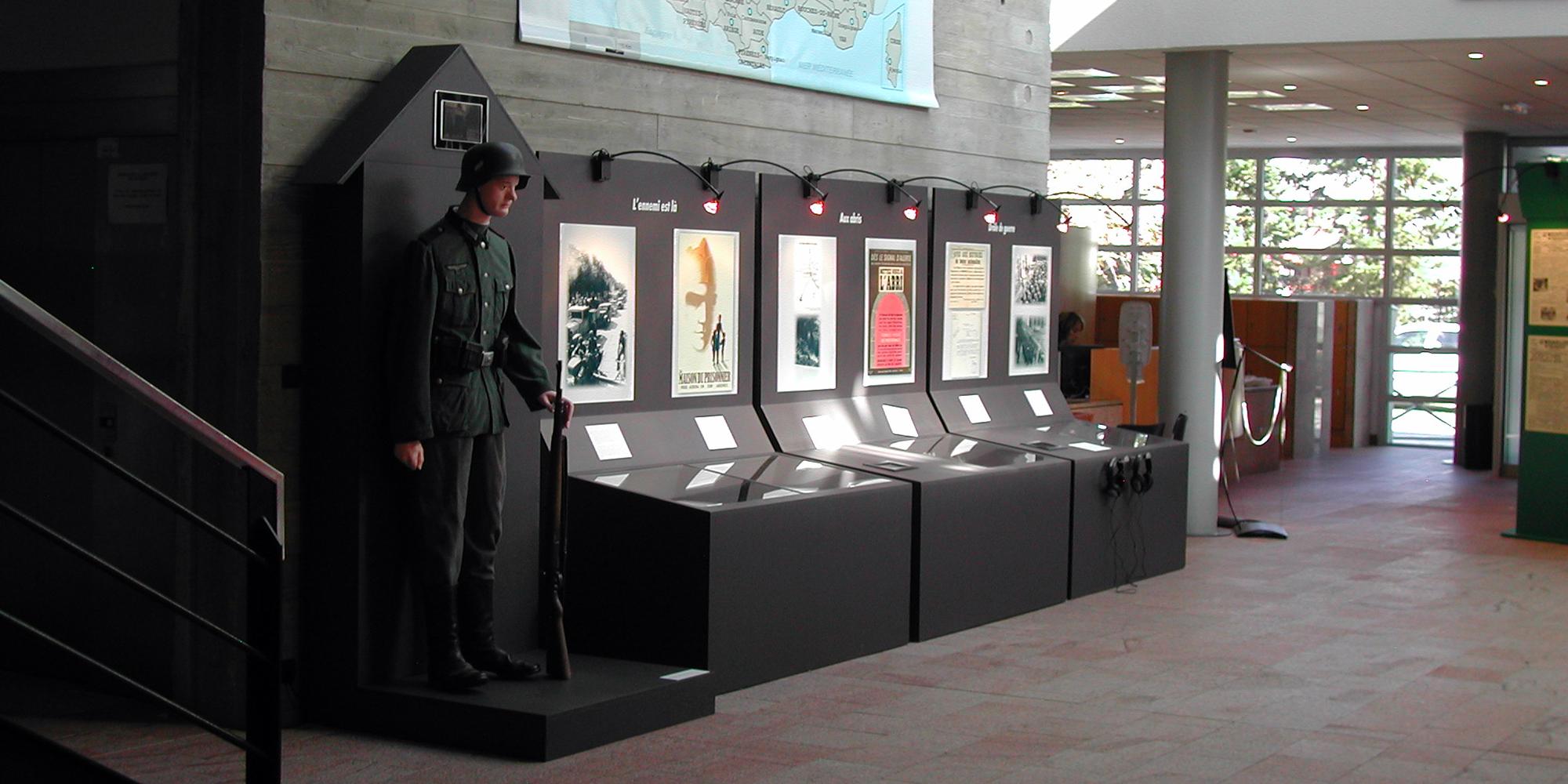 scénographie et conception décores pour une exposition sur la seconde guerre mondiale en Bretagne - Morbihan
