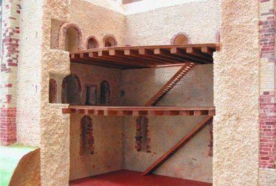 création d'une maquette en résine pour reconstituer le donjon du chateau de sainte suzanne