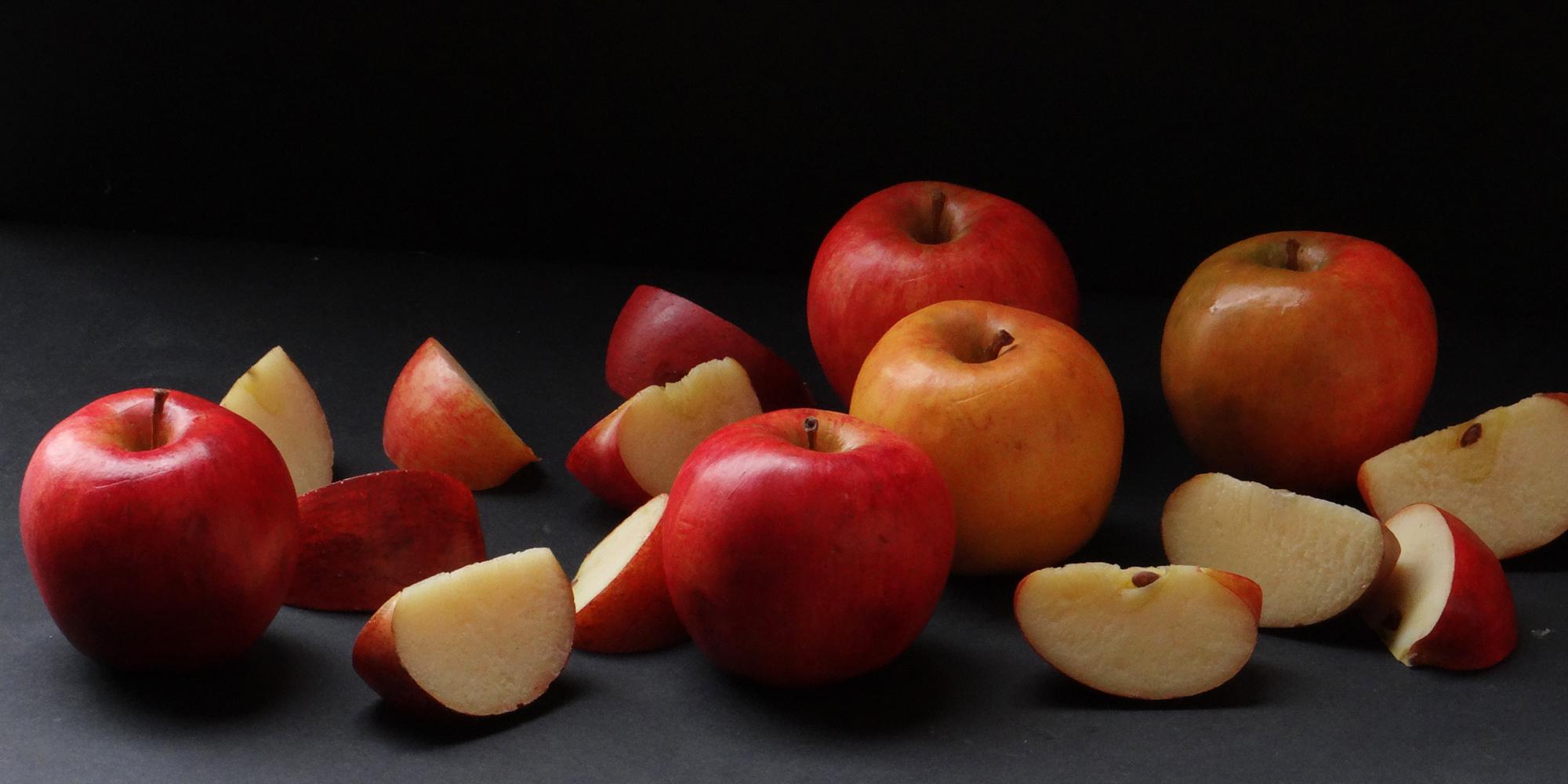 Pommes en factice alimentaire ultra réaliste avec effet trompe l'oeil réalisés sur-mesure par l'Atelier Cobalt Fx