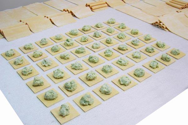pâtes fraîches factices alimentaires pour décor de restaurant by cobalt fx