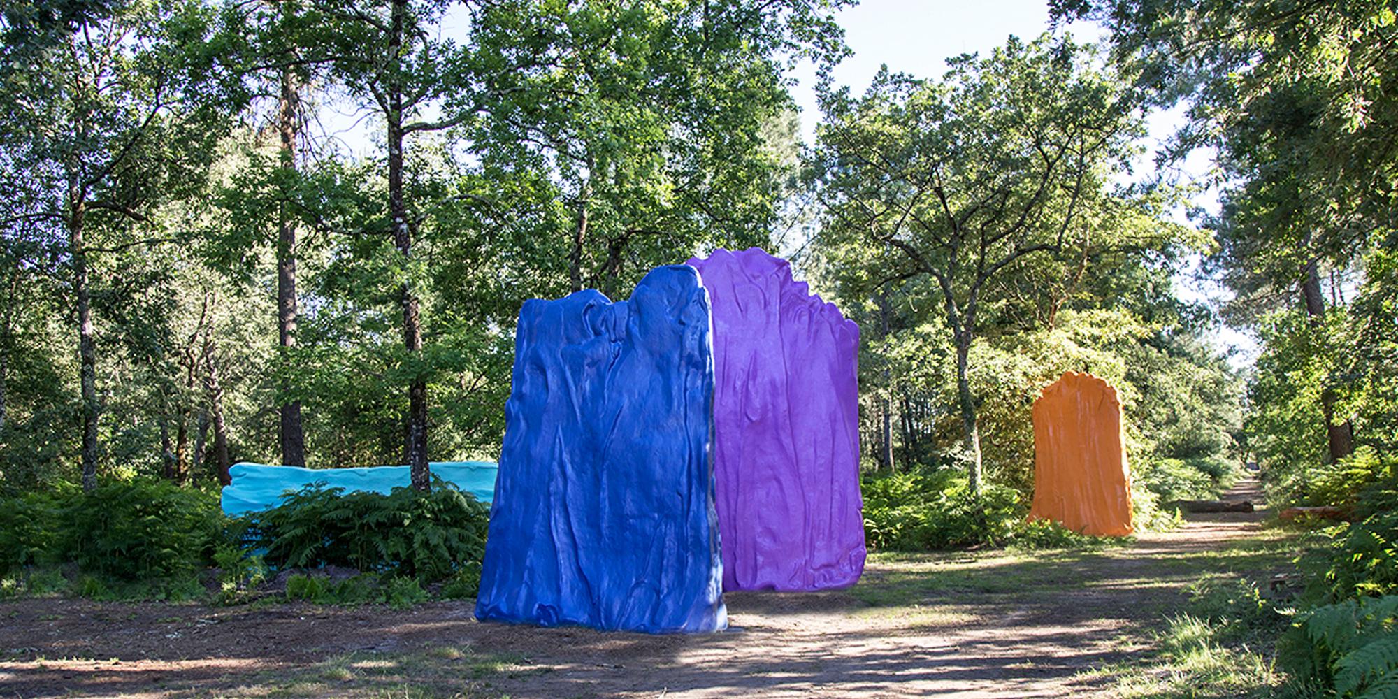 """disposition finale de l'oeuvre de Philippe Fangeaux """"couleurs"""" dans la Forêt d'Art Contemporain de Le Barp réalisées par L'atelier Cobalt Fx"""