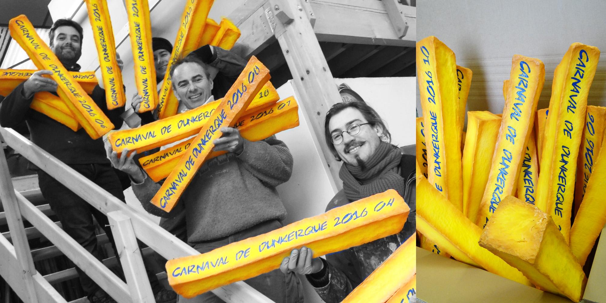 une partie de l'équipe de l'atelier Cobalt fx pose avec les frites géantes du Carnaval de Dunkerque