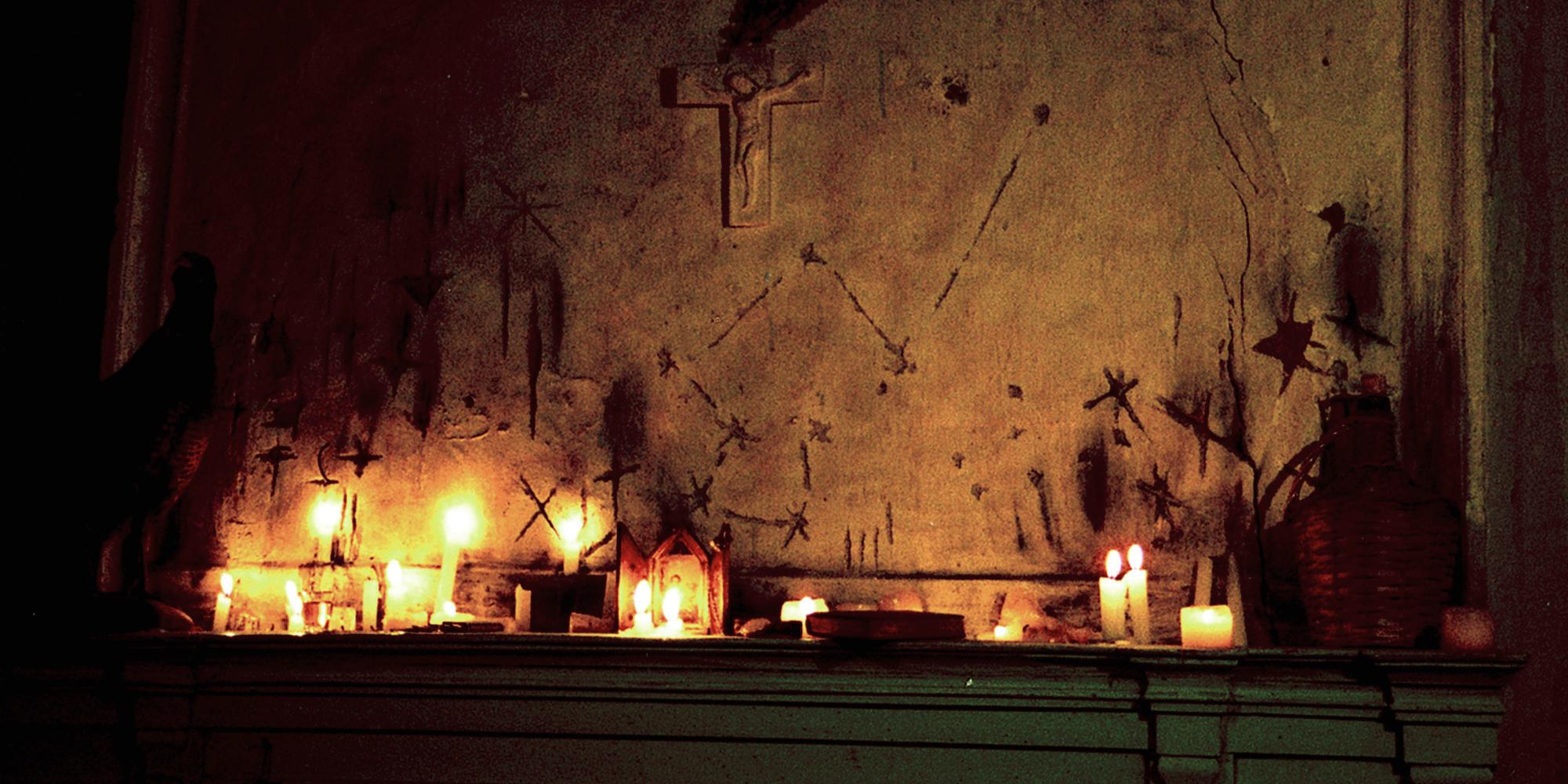 ambiance mystique dans ce décor de chambre pour le film terre de sang