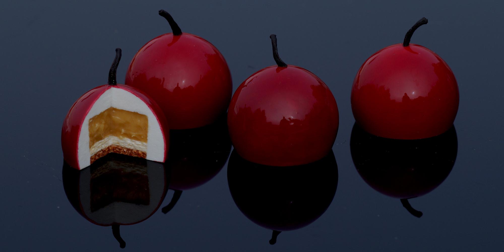 Pâtisseries pommes d'amour factices en résine avec différents aspect en gâteau entier ou ouvert pour merchandising clients