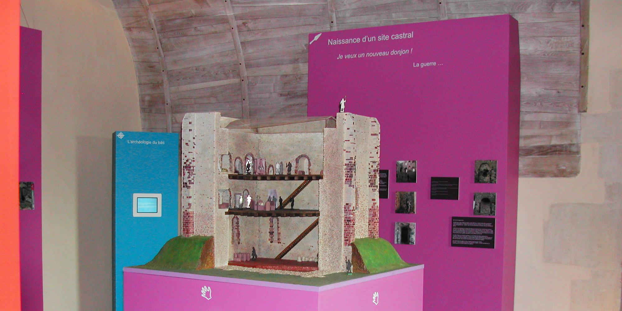 réalisation de la maquette du donjon du château de Sainte-Suzanne en Mayenne pour exposition musée
