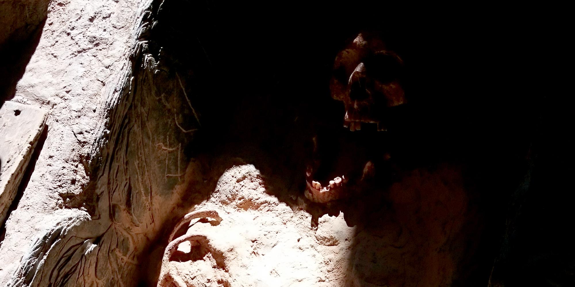 detail du décor de la tombe mérovingienne fac simile sans la terre qui la recouvre
