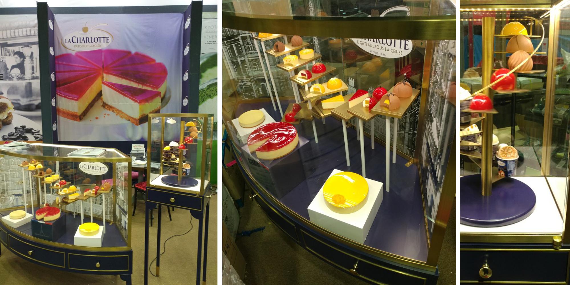 vitrine de présentation avec pâtisseries factices made by Atelier Cobalt Fx pour Merchandising d'un Corner de vente Senoble La Charlotte