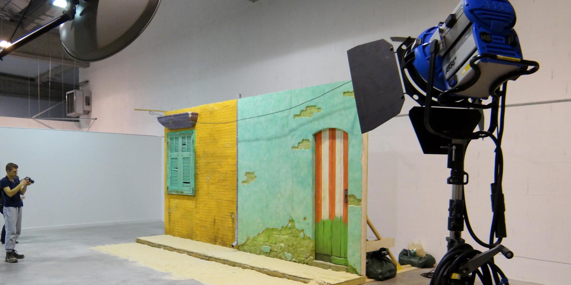 decor autoporté reconstitution de rue de favelas