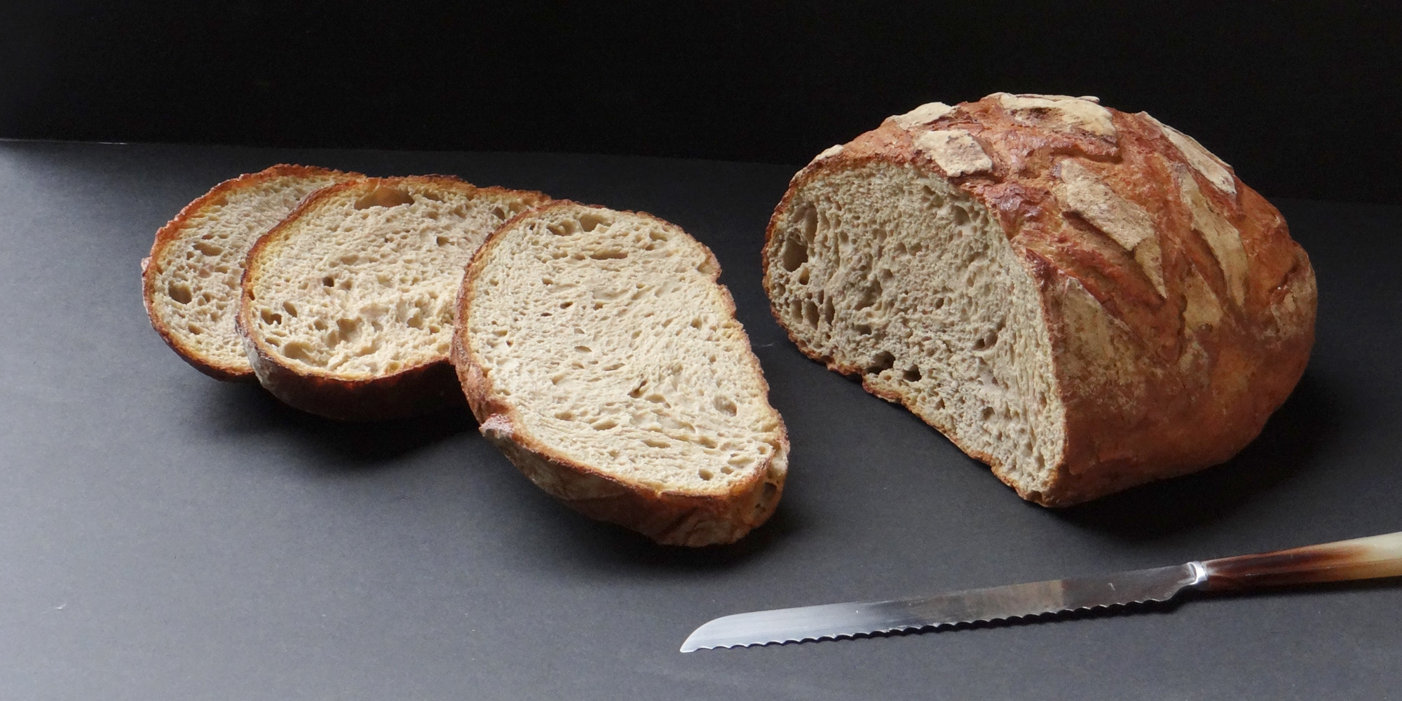 l'art de rendre vrai un pain factice par une mise en scène dynamique