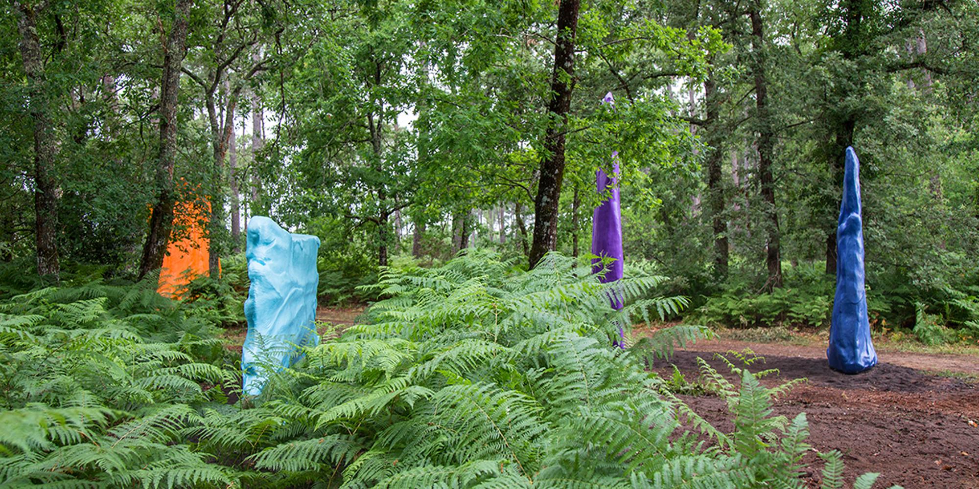 point de vue de la tranche des œuvres contemporaines sculptures en résine et fibre