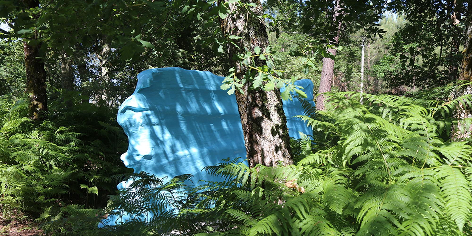 Sculpture contemporaine en polystyrène, fibre et résine Couleur Bleue