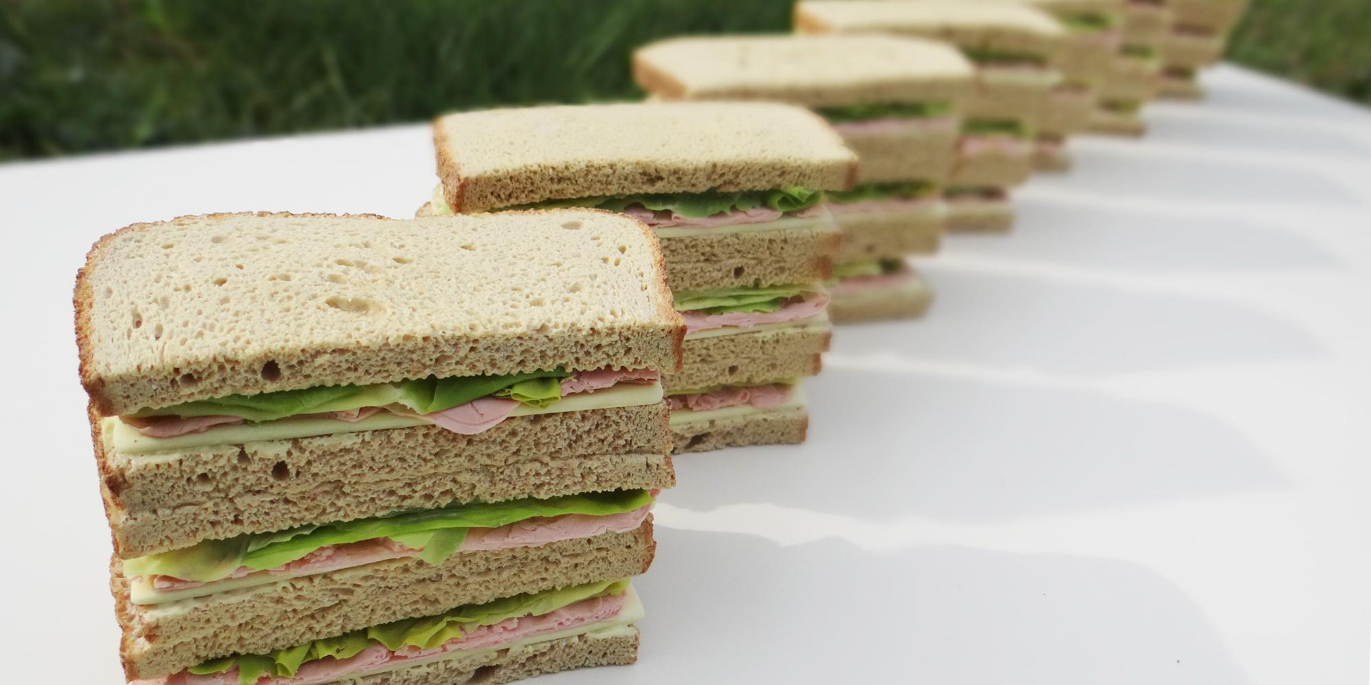 sandwichs club factices alimentaires pour équiper les commerciaux lors du lancement d'un nouveau produit