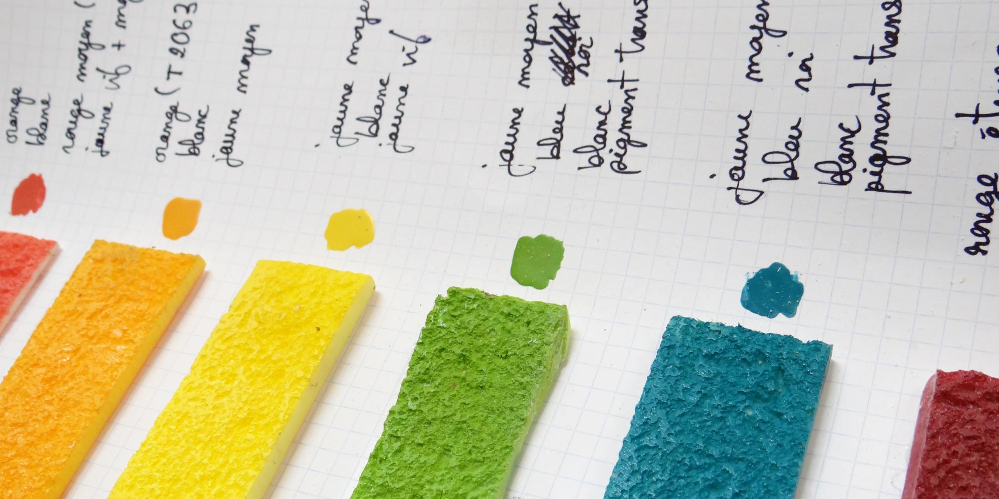 planche test de travail de recherche des couleurs sur-mesure du rainbow cake factice