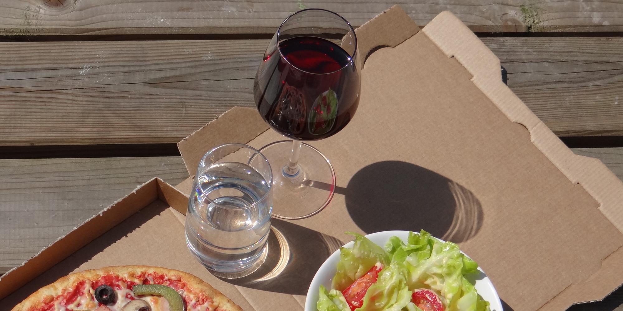 des fausses boissons pour accompagner tout un repas en factices alimentaires