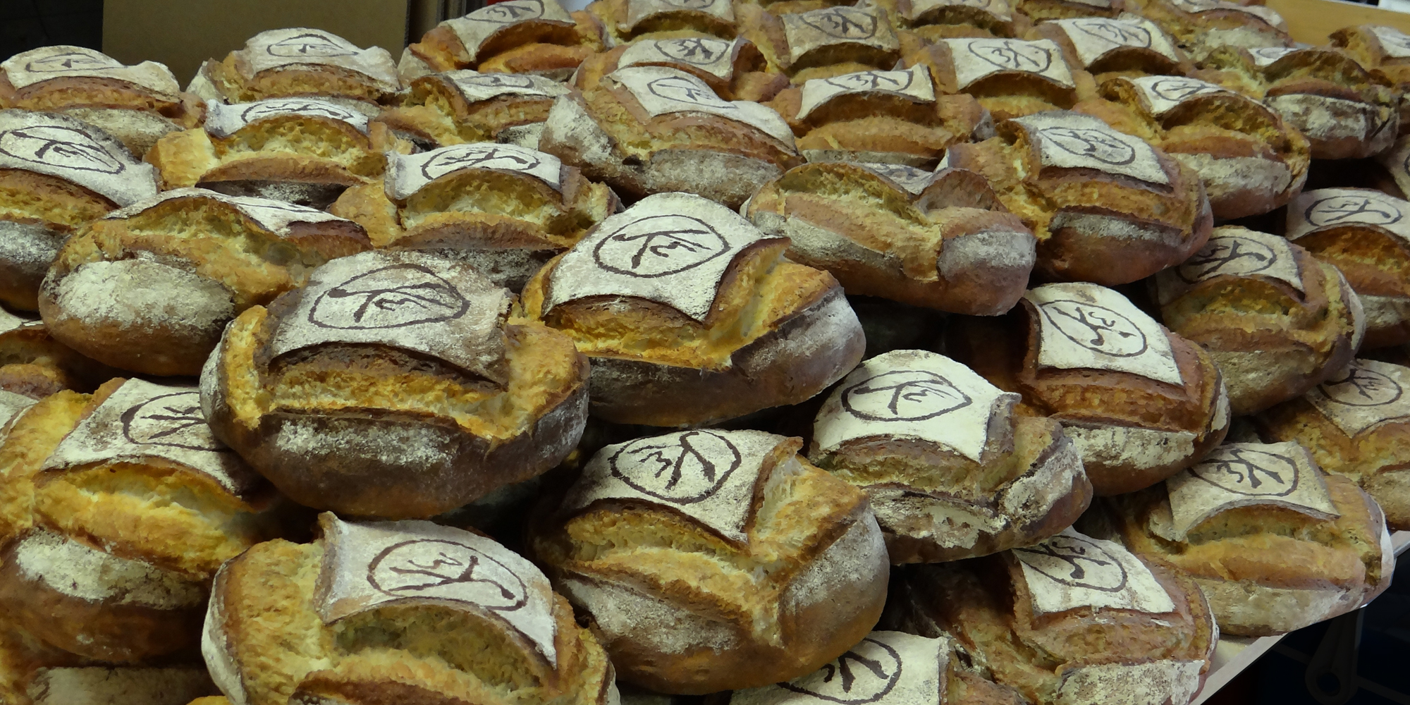 pains factices pour professionnels vitrine de boulangerie